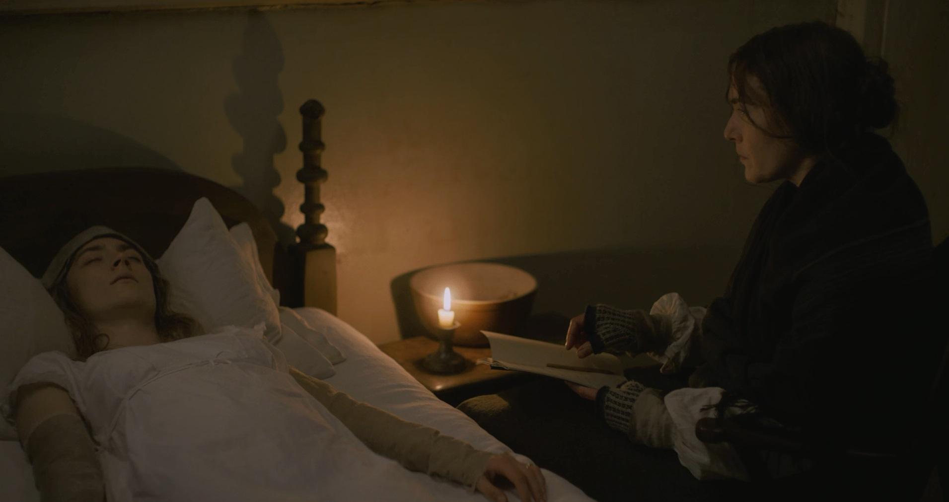 سکانس پرستاری مری از شارلوت در فیلم آمونیت
