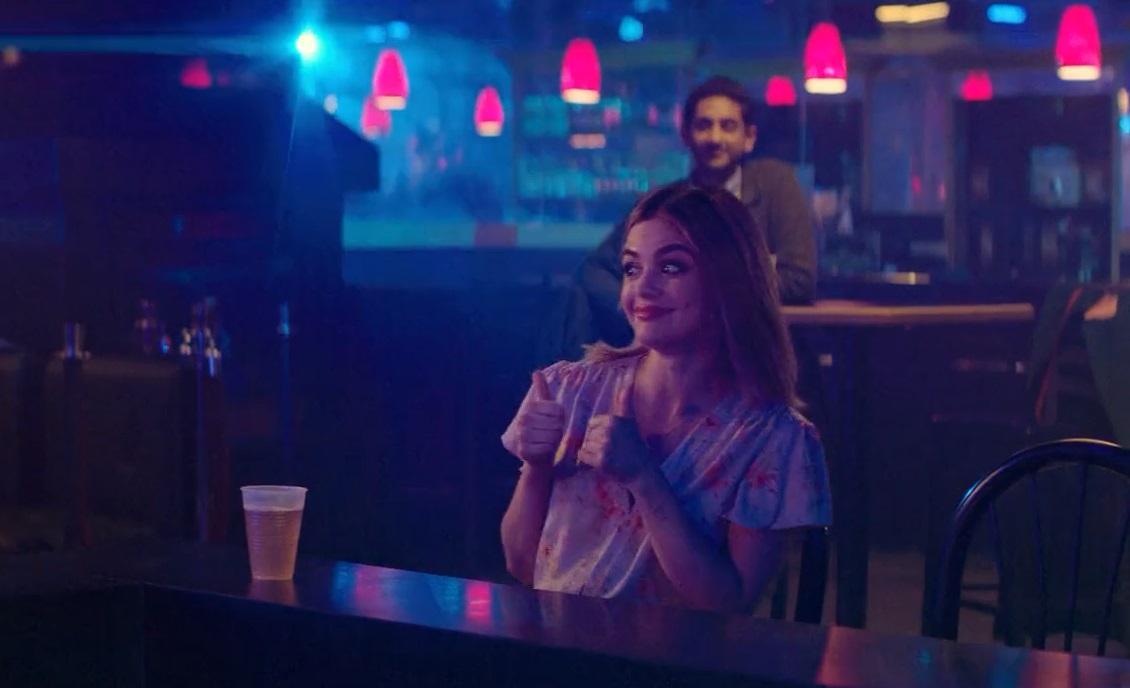 حرکت های بامزه لوسی در سکانس استریپ تیز فیلم یه دخترِ بچه مثبت مثل تو (A Nice Girl Like You) در مقاله نقد فیلم