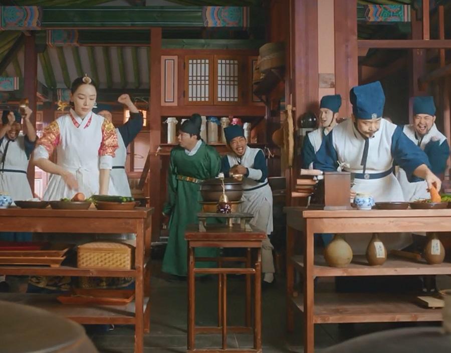 سکانس کل کل اقای ملکه و آشپز دربار در سریال کره ای آقای ملکه (Mr. Queen)