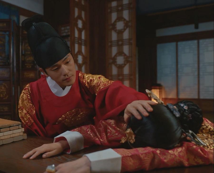 Kim Jung-hyun در نقد و بررسی سریال کره ای آقای ملکه (Mr. Queen)
