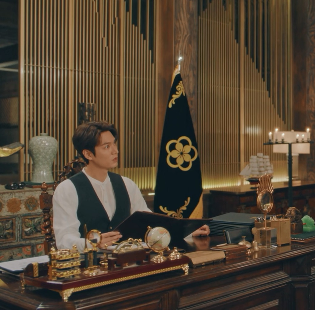 لی مینهو در  سریال کره ای پادشاه: سلطنت ابدی (The King: Eternal Monarch)