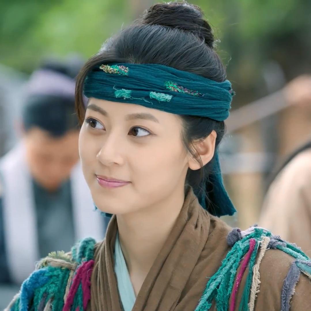 بازیگر زن سریال در نقد سریال چینی عاشقانه های خوآ رونگ (The Romance Of Hua Rong)